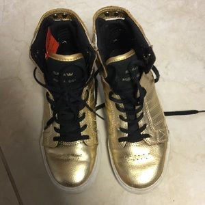 Like new gold high tops SUPRA 2 black laces